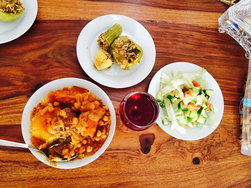 リビアの家庭料理をいただくことに。