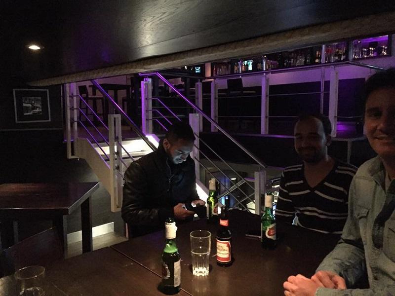 クラブやバーに出かけるのも夜の楽しみ
