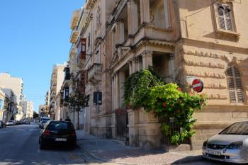 地中海を感じさせてくれる素敵な建物が多いです。