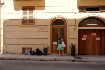 ヨーロッパっぽい大きな扉の入り口。