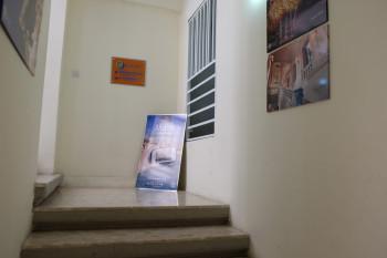 階段を上がっていきます。