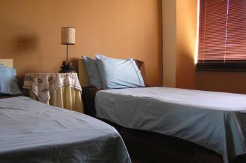 ECの寮はマルタの町に点在します