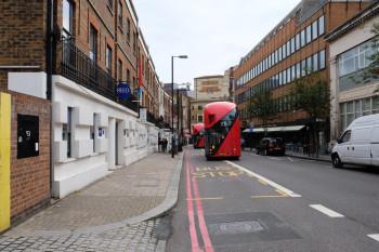 天井がまるいバスは新しいデザインなんですって。