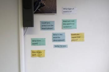 教室にはこんな「会話のヒント」が。