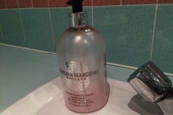 こちらはバニラの香り。ハンドソープの香りが選べるなんて素敵な計らい!