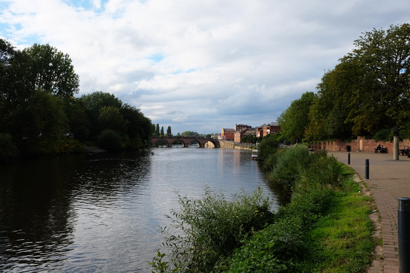 学校の近くにある美しい川